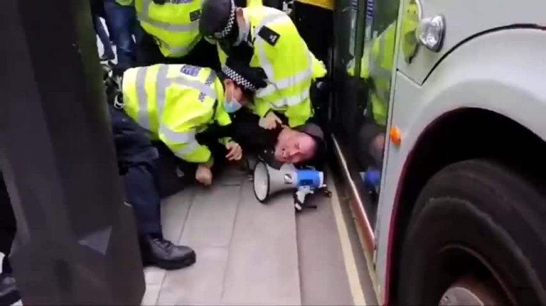 British Police Make VERY Aggressive Arrest Of Anti-Mask Protester